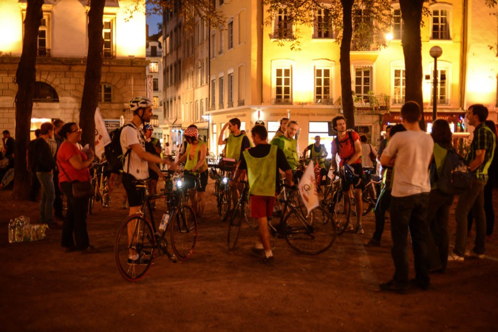 Les Grenoblois ont eu un parcours difficile (car ambitieux) et ils sont arrivés à la nuit tombée. Ils étaient encore attendus par de nombreux Lyonnais.